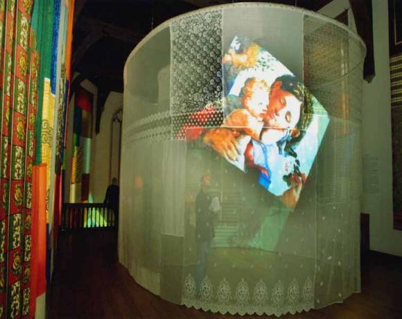 Pipilotti Rist, Expecting (installatie in en voor het Centraal Museum, Utrecht), video-installatie, uitvoering 2002
